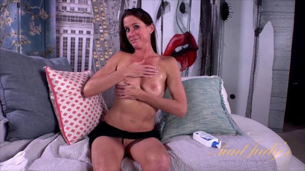 auntjudys-18-01-10-sofie-marie-masturbation.jpg