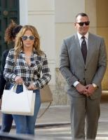 Jennifer Lopez Out For Lunch In Miami 01/15/201861760758_jennifer-lopez-12