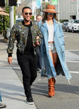 Chrissy Teigen leaving Il Pastaio in Beverly 5