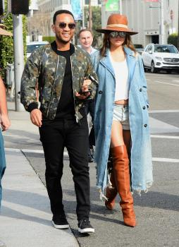 Chrissy Teigen leaving Il Pastaio in Beverly 7