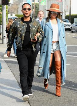Chrissy Teigen leaving Il Pastaio in Beverly 9