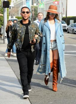 Chrissy Teigen leaving Il Pastaio in Beverly 10