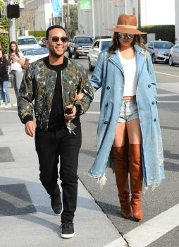 Chrissy Teigen leaving Il Pastaio in Beverly 12