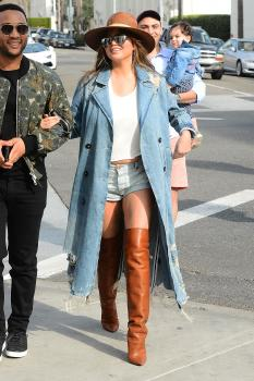 Chrissy Teigen leaving Il Pastaio in Beverly 16