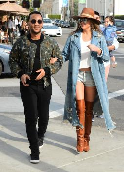 Chrissy Teigen leaving Il Pastaio in Beverly 17
