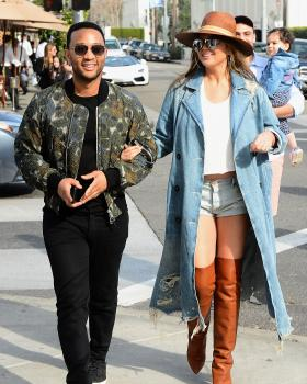 Chrissy Teigen leaving Il Pastaio in Beverly 18