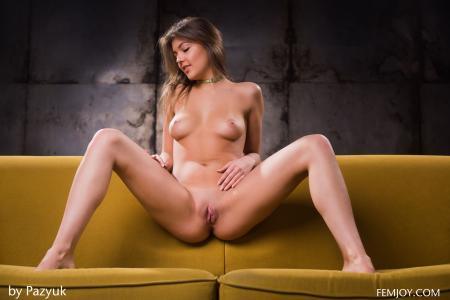 Lindsey-T.-Hello--s6sb2xolts.jpg