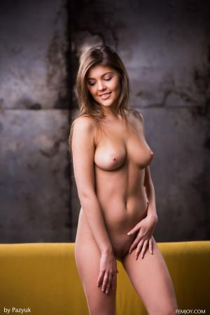 Lindsey-T.-Hello--c6sb3a0t4m.jpg