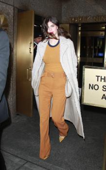 Alexandra-Daddario-outside-of-AOL-Live-in-NYC-1%2F29%2F18-h69qqu4a76.jpg