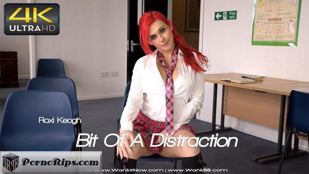 wankitnow-18-02-01-roxi-keogh-bit-of-a-distraction.jpg