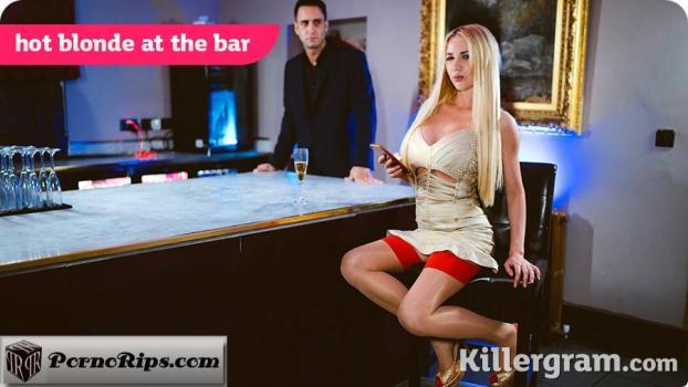 killergram-18-02-03-lucy-sky-hot-blonde-at-the-bar.jpg